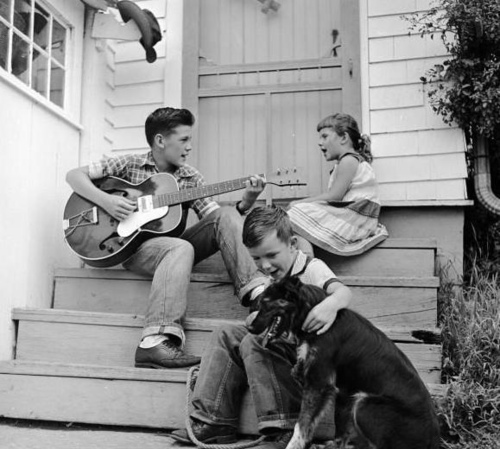 1950 children playing on stair