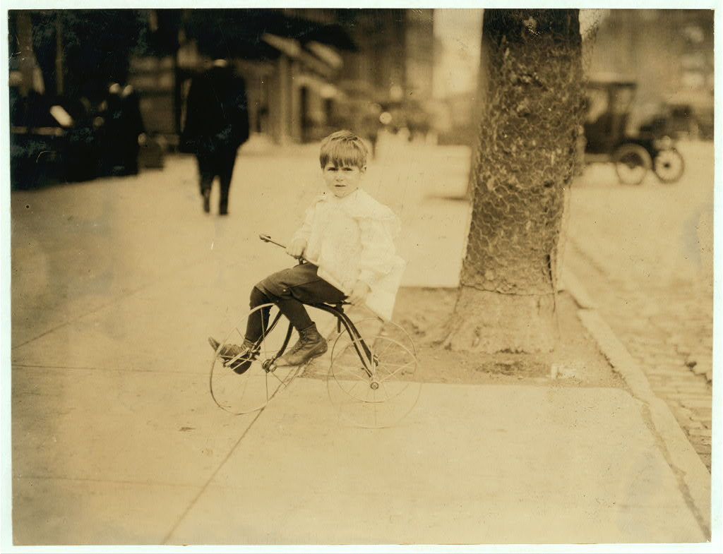 5 year-old news boy wash dc. 1912