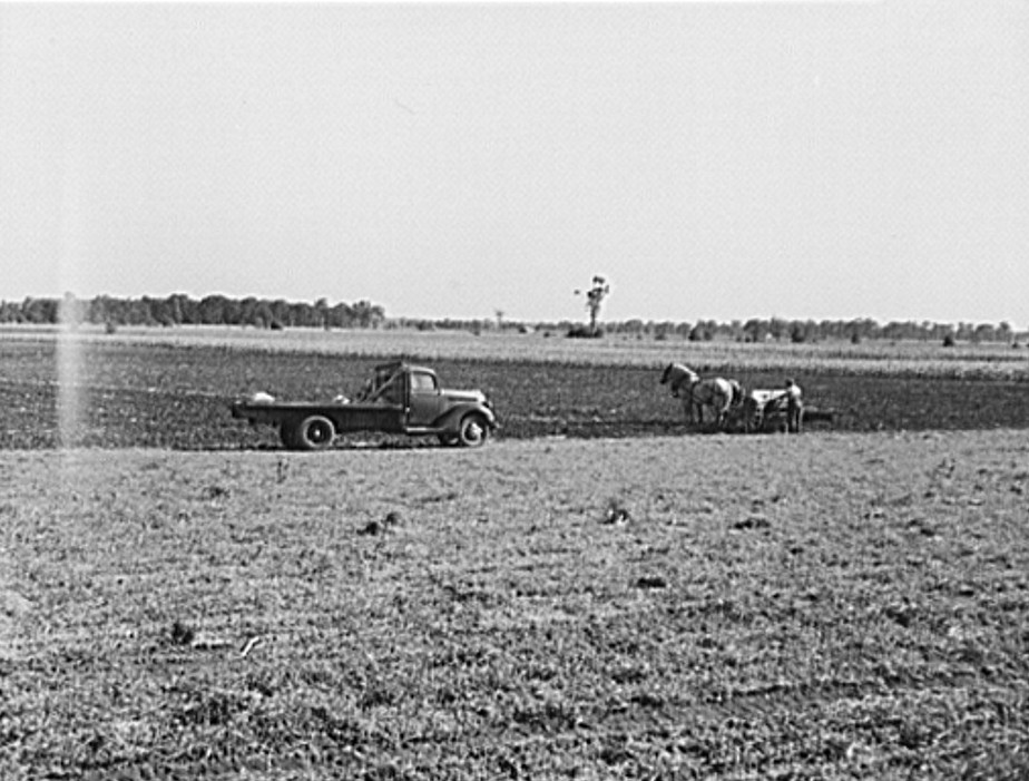 Michigan, farmer and truck 1942