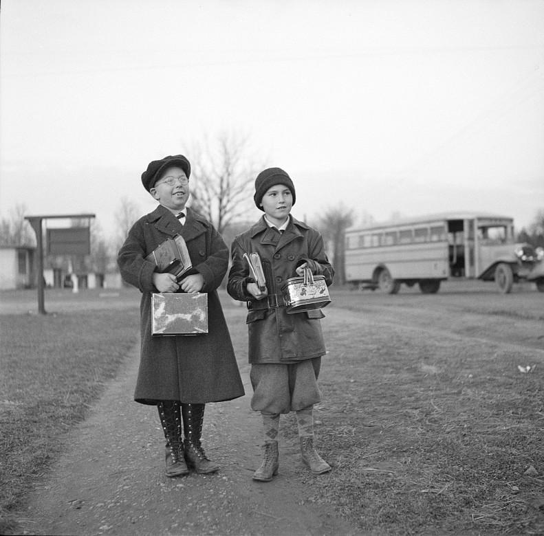 Children coming home from school. Hightstown, New Jersey2 dec. 1936 arthur