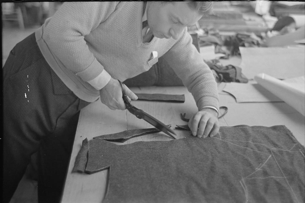 Closeup of cutter's hands (cutting cloth), Jersey Homesteads, Hightstown, New Jersey nov. 1936 russell lee