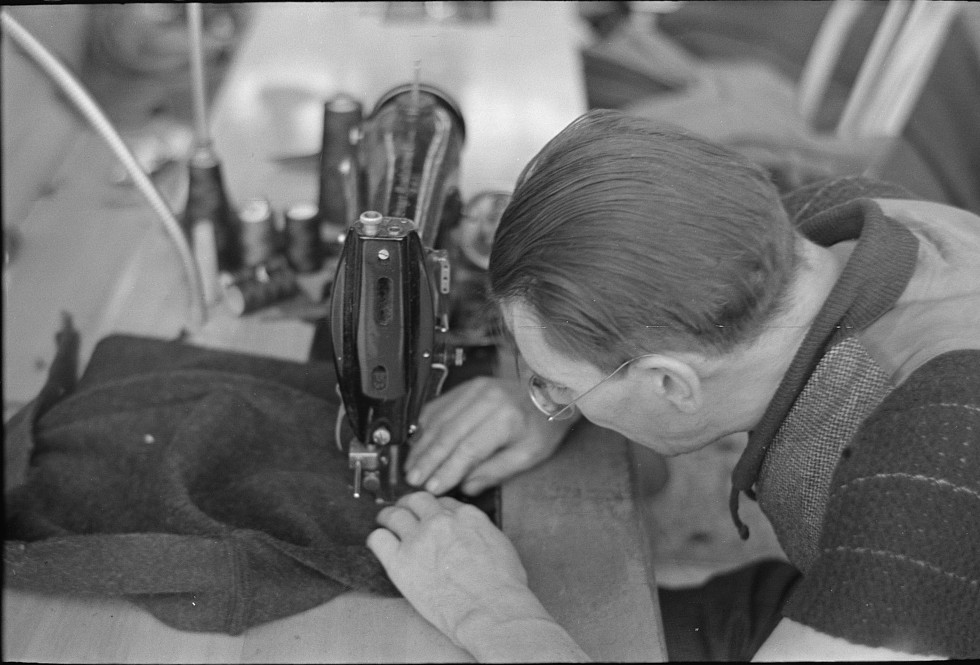 Closeup of man working sewing machine in garment factory, Jersey Homesteads, Hightstown, New Jersey 1936 russell lee