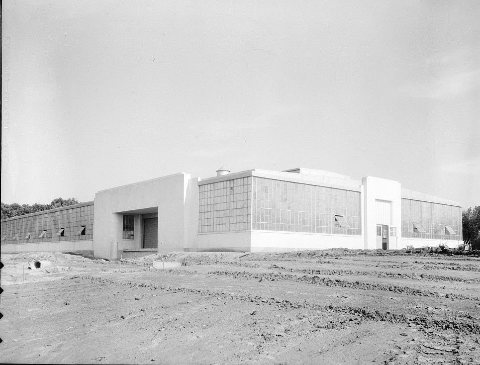 Hightstown, New Jersey. View of nearly completed factory for garment workers mund 1936 dorothea