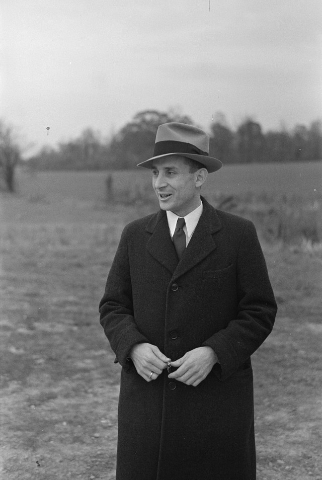 Walter A. Simon, community manager, Jersey Homesteads, New Jersey 1936 Russell Lee