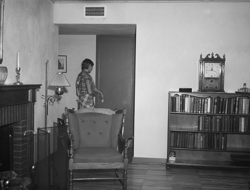 interior home DEc1937 Arthur Rothstein