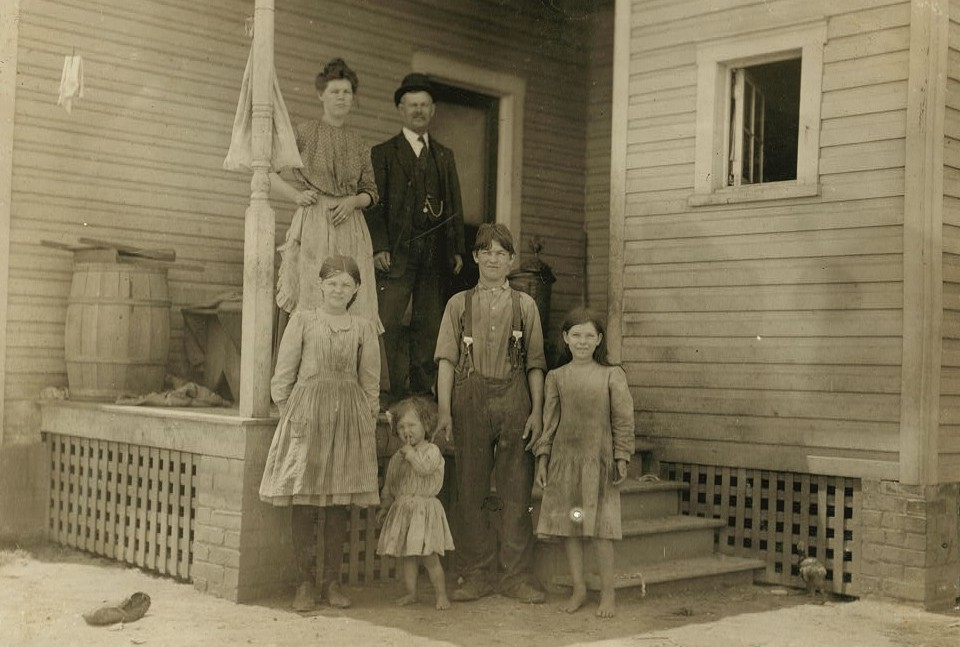 Dependent Parents (S R.L. Witt. He is apparently working on the railroad, but his 3 oldest children, here work in the Roanoke Cotton Mills. Mamie is only 12 years old Home is very poorly kept. Mother would not be