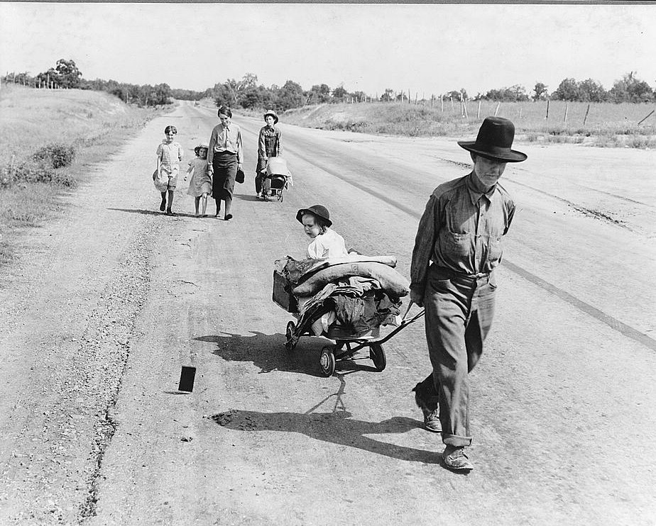 Family walking on highway, five children. Started from Idabel, Oklahoma. Bound for Krebs, Oklahoma. Pittsburg County, Oklahoma. In 1936