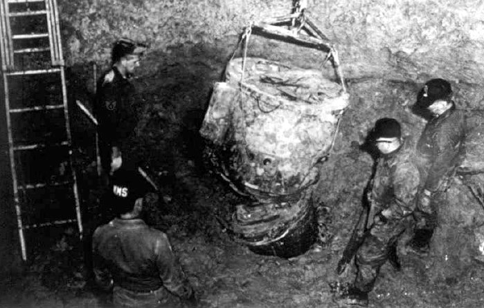 Goldsboro-B-52_buried_bomb