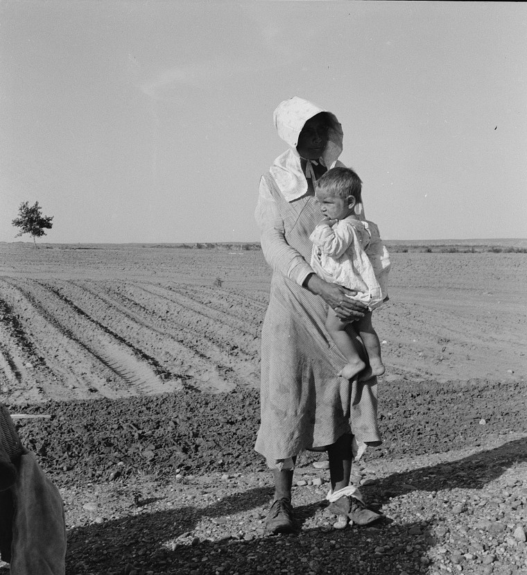 Mother and child of flood refugee may 1937