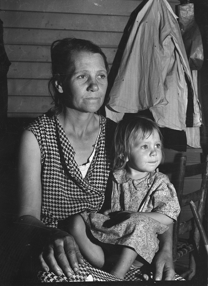 Tulare County. Farm Security Administration camp for migratory agricultural workers at Farmersville. Mother and child, come to California from Oklahoma.