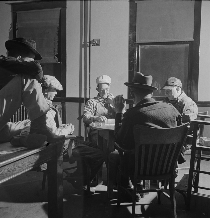 Vaughn, New Mexico. Railroad men playing dominoes in the Atchison, Topeka and Santa Fe Railroad yard reading room - Jack Dalano 1943