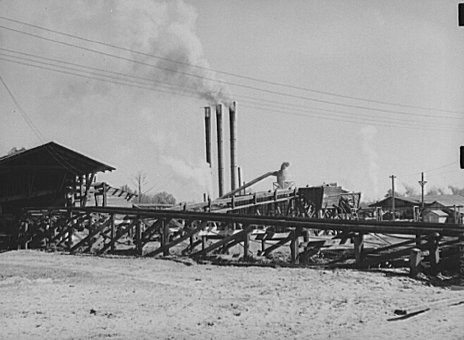 A lumber planing mill. Cairo, Georgia mar 1939