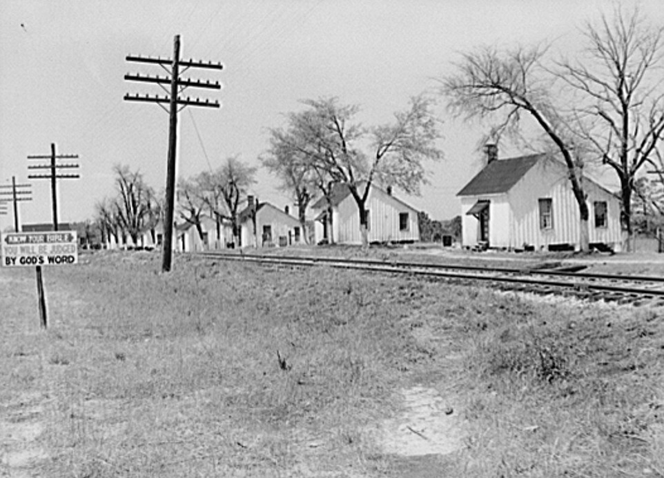 Georgia. Railroad work crew houses near Madison, Georgia may 1939