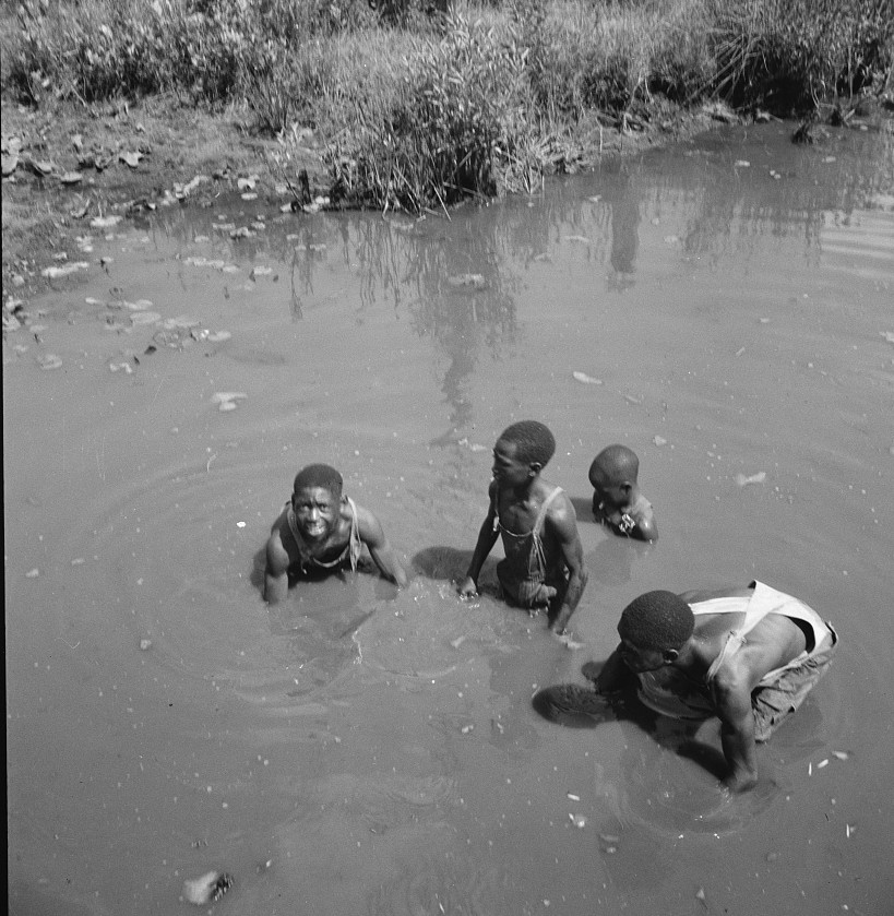 Negroes near Valdosta, Georgia 1937 lange