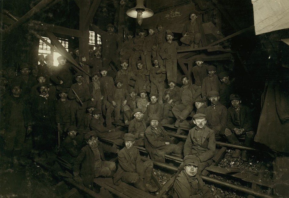 Noon hour in the Ewen Breaker, Pennsylvania Coal Co. Location South Pittston, Pennsylvania. hines 1911