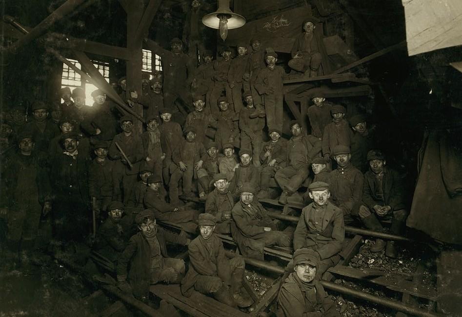 Noon hour in the Ewen Breaker, Pennsylvania Coal Co. Location South Pittston, Pennsylvania. hines 1911