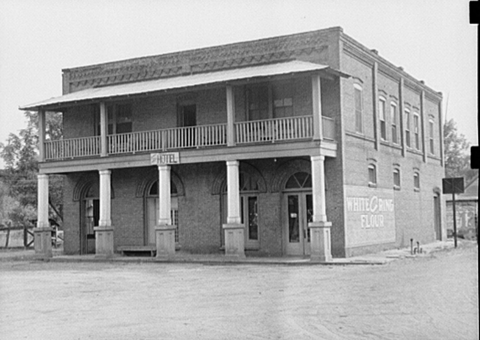 Old hotel in Dover, Georgia may 1939