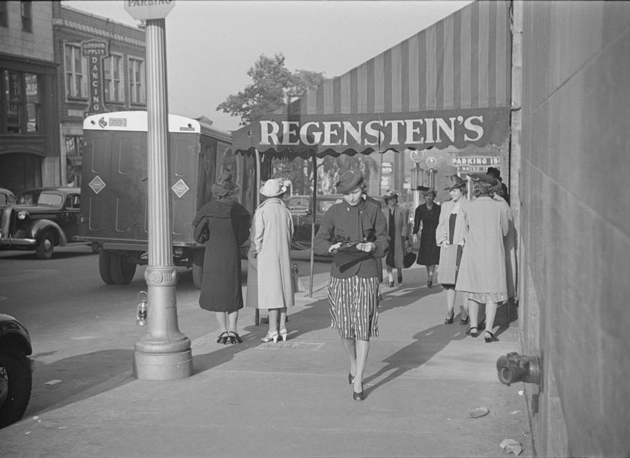 Salesgirl leaving work, Atlanta, Georgia 4may 1939