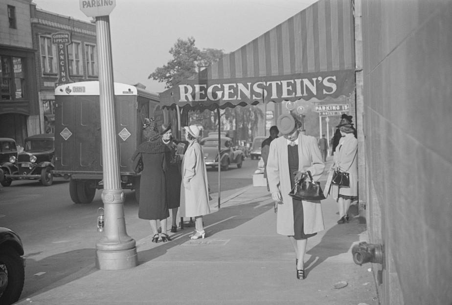 Salesgirl leaving work, Atlanta, Georgia1 may 1939