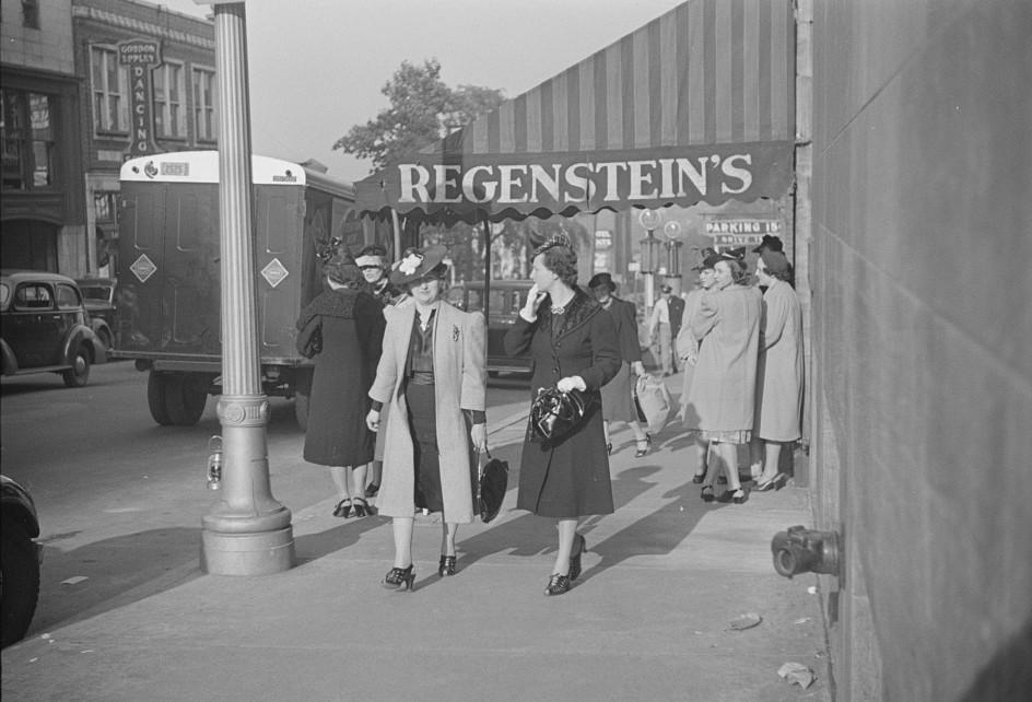 Salesgirl leaving work, Atlanta, Georgia3 may 1939