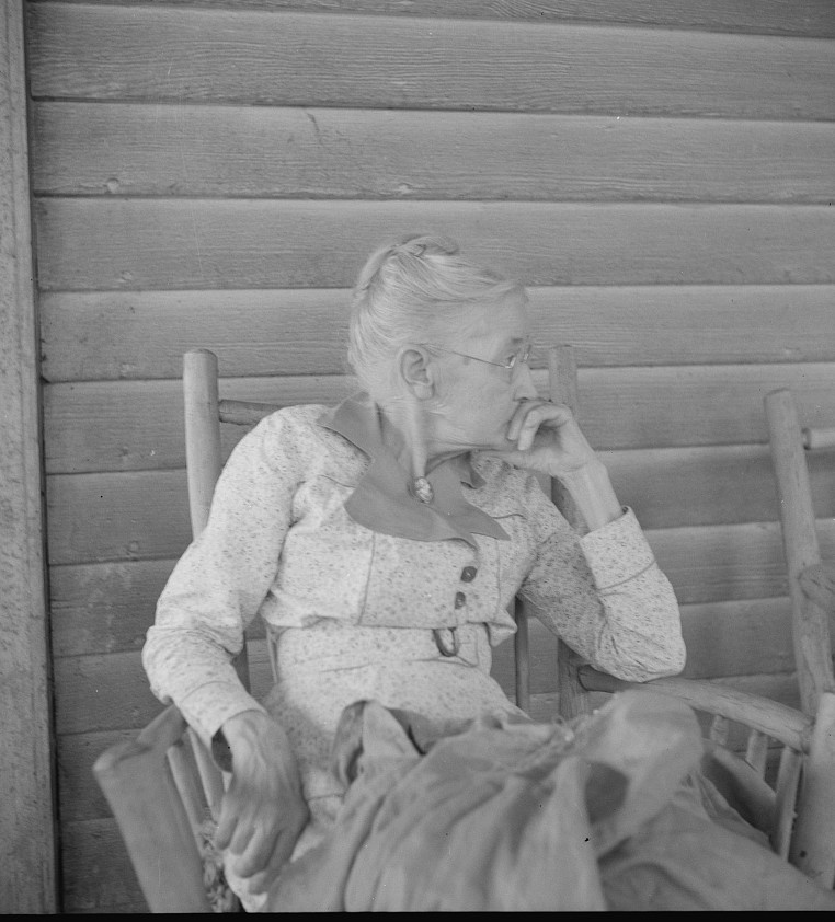 Southern lady of the old school on the veranda of the Big House of the Wray Plantation, Georgia 1937 dorothea lange
