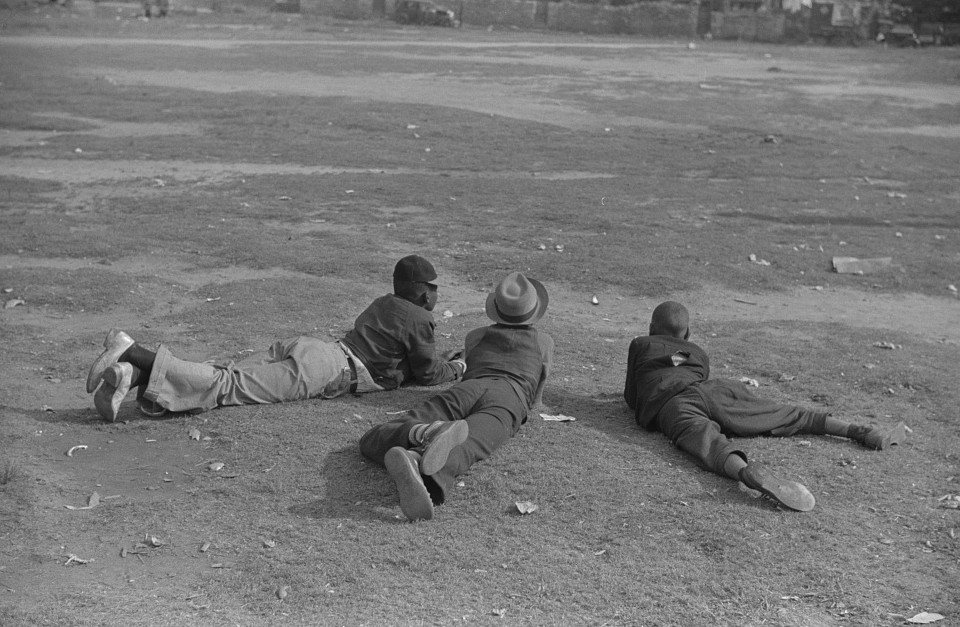 Watching a baseball game, Atlanta, Georgia 1939