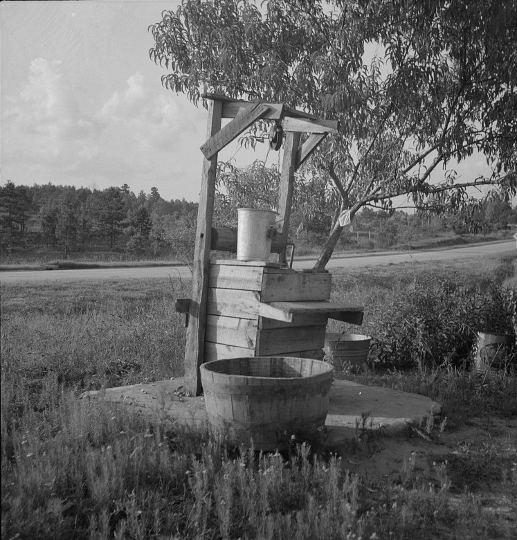 Water supply near Hartwell, Georgia 1937 lange