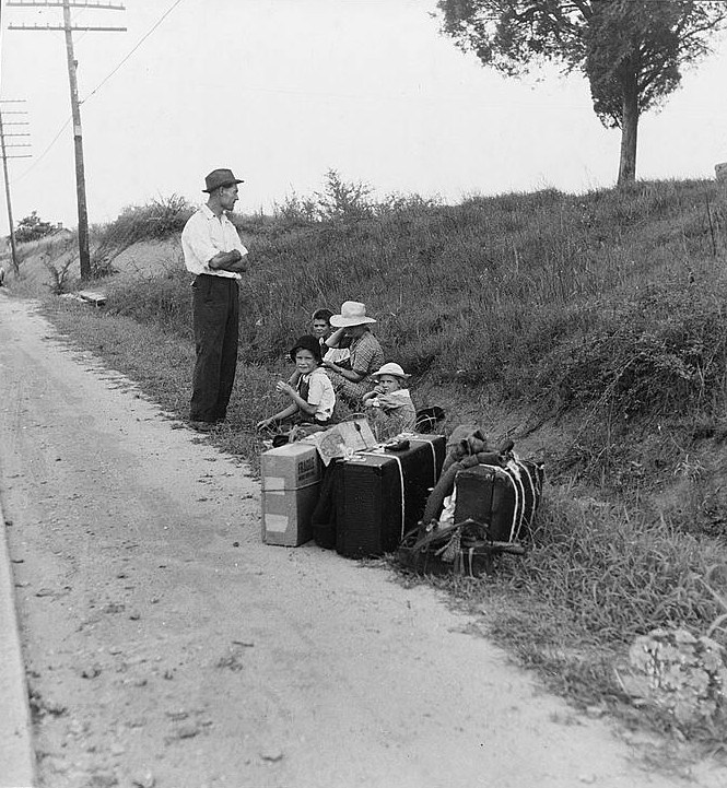 a hitchhiking family waiting lange 1937