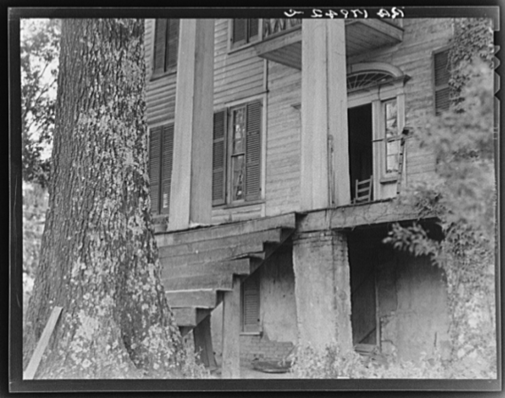 Relics of Antebellum days in Georgia, stand like ghosts of ...