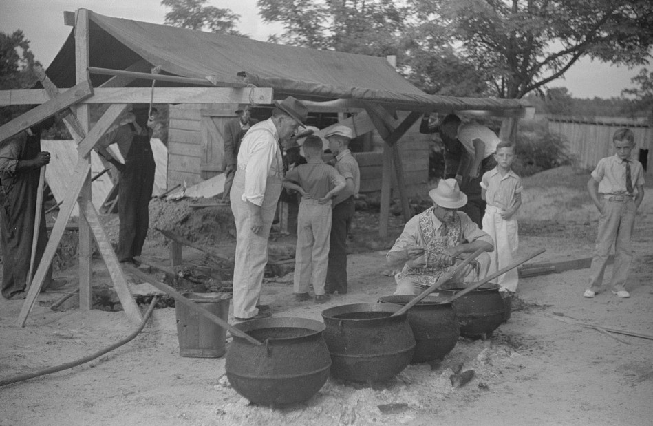 Barbeque picnic on the occasion of the dedication of a FSA (Farm Security Administration) building, Greene County, Georgia10 1939