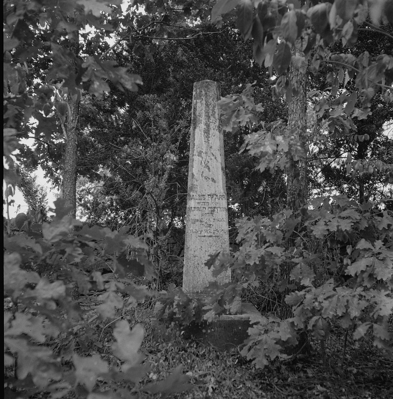 Family burial ground on the abandoned Pharr Plantation near Social Circle, Georgia 1937 lange