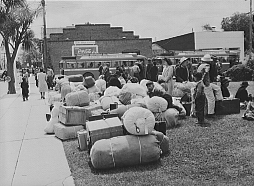 Japanese-Americans leaving for reception center
