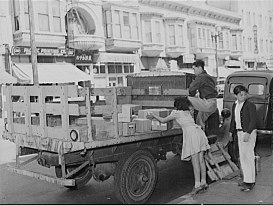Japanese pack their belongings as they close their stores in Little Tokyo2
