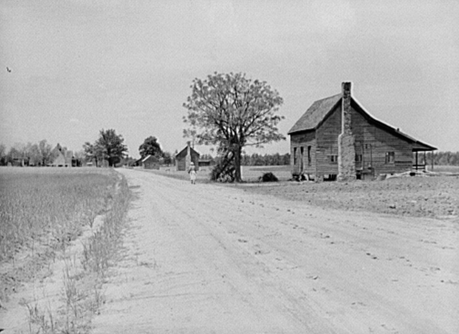 Part of old plantation showing tenant houses in foreground. Between Greensboro and Athens, Georgia