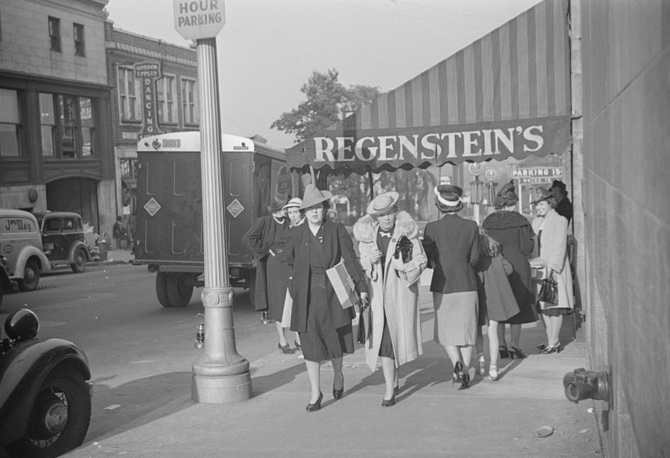Salesgirl leaving work, Atlanta, Georgia 6may 1939
