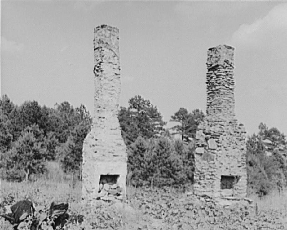 Standing chimneys of an old plantation house. Georgia 1937 lange