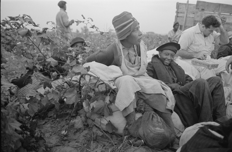 Day laborers, cotton pickers, in field, Lake Dick Project, Arkansas