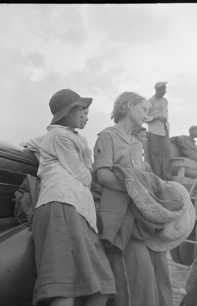 Day laborers, cotton pickers, waiting to be paid off at end of day's work4. Lake Dick Project, Arkansas