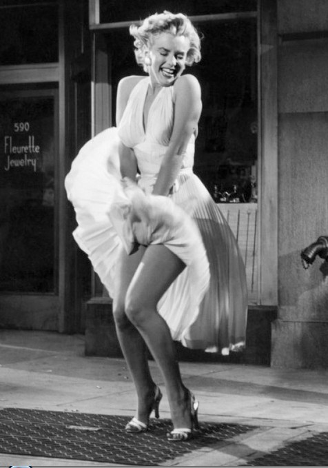 Marilyn-Monroe-strikes-her-famous-pose-in-her-white-halter-dress-from-The-Seven-Year-Itch