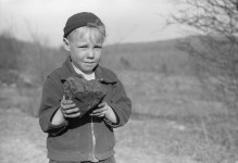 Great photographs of Kempton, West Virginia children – Sometimes the children worked in mines