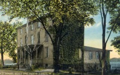 Perth Amboy – Royalist Society member said his farewells to America in this house after the Revolution