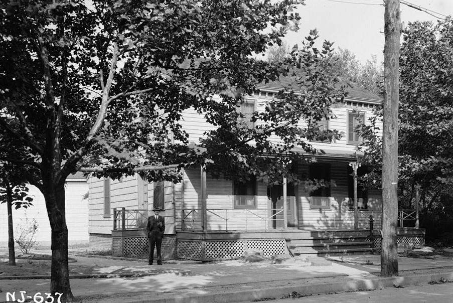 R. Merritt Lacey, Photographer September 16, 1940 Exterior - South view - Kearny Cottage, Catalpa Avenue, Perth Amboy, Middlesex County, NJ