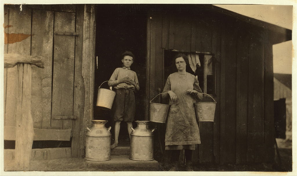 Calvin Humphrey family, Elizabethtown, Kentucky 1916 by photographer Lewis Wickes Hine5
