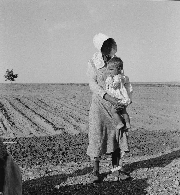 Flood refugee family near Memphis, Texas by photographer Dorothea Lange June 1937 6