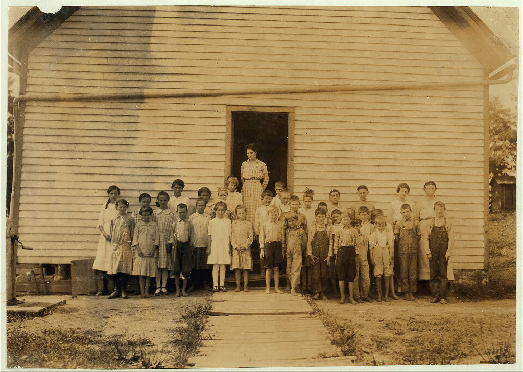 Pilot View School. See Kentucky reports for 1916. Location Clark Co., Kentucky - Lewis W. Hine