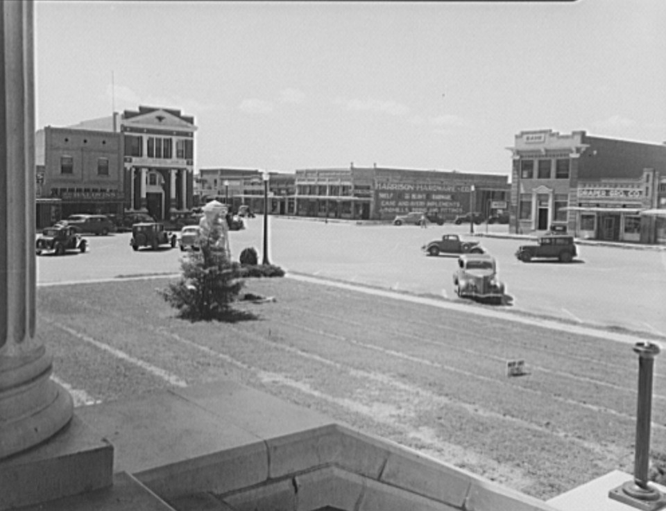The town square in Memphis, Texas by photographer Dorothea Lange June 1937