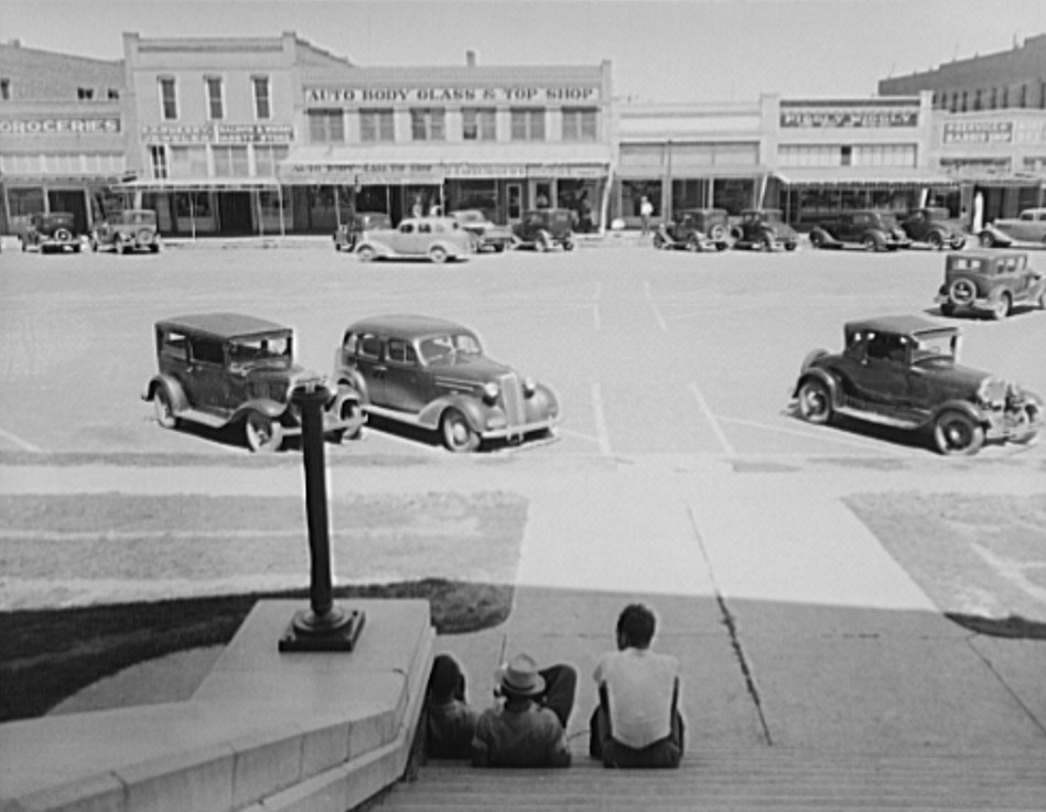 The town square in Memphis, Texas by photographer Dorothea Lange June 19372