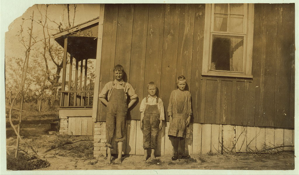 William, Anna Belle and Garland Carter of Elizabethtown, Kentucky 1916 by photographer Lewis Wickes Hine