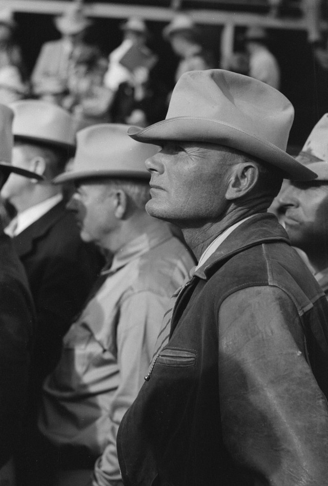men at auction Russell Lee Nov. 1939