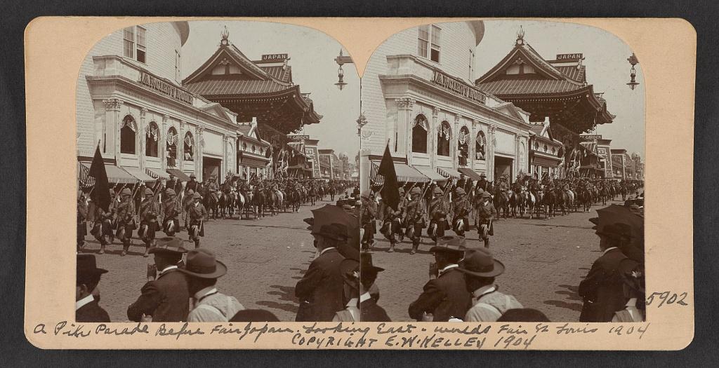 A pike parade before Fair Japan, looking east, World's Fair, St. Louis, 1904